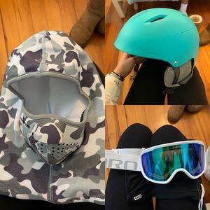 Ski/snowboarding head gear